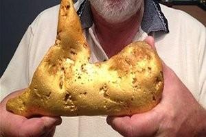 Австралиец нашёл огромный самородок золота
